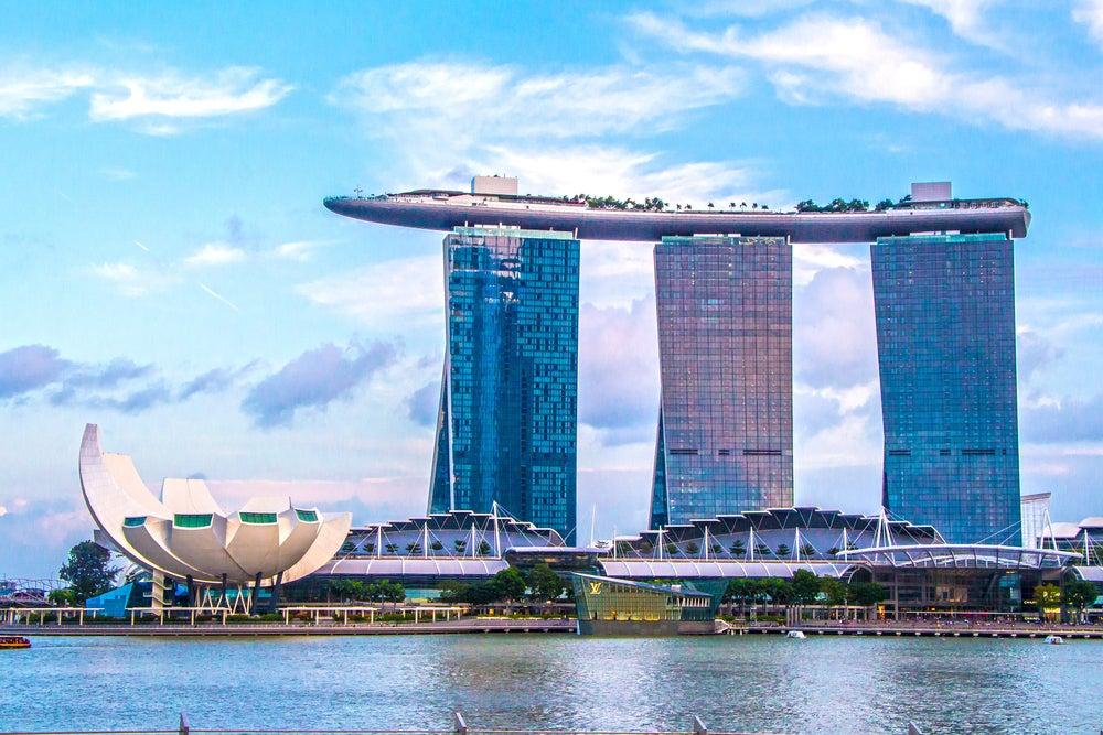 Une belle vue au coucher de soleil à Singapour
